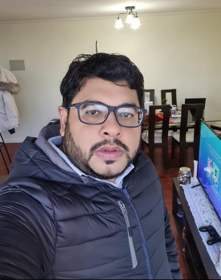 Miguel Ángel Millán, el venezolano que con sacrificio levanta el emporio radial criollo más grande de Chile