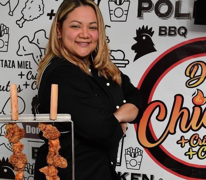 Norbelys González, la chef maracayera que triunfa en Santiago con su fórmula de pollo a la broster